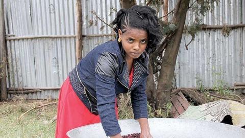 قصة فتاة إثيوبية تعيش بدون طعام وشراب