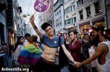 رفع الاعلام العربية ومشاركة للعرب فى احتفالات زواج المثليين باستراليا (بيان صحفى)